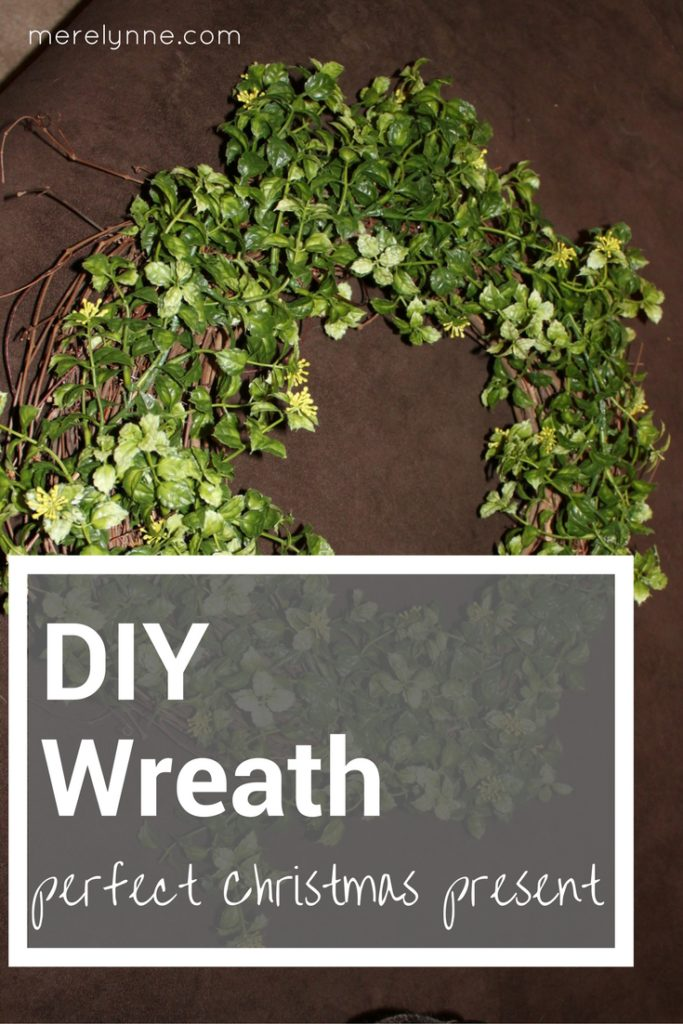 DIY Wreath, DIY Christmas present, how to make a wreath