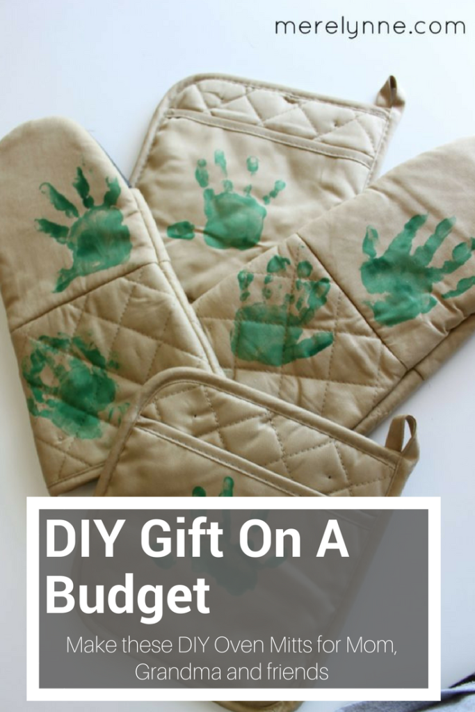 DIY Grandparents\' Day Gift {Personalized Oven Mitts} - Meredith Rines